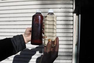 一般的な竹酢液(左)とTP竹エキス(右)
